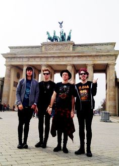 the realization that im never going meet these losers has just hit me and im crying so hard