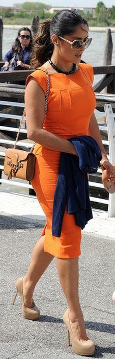 Who made Salma Hayek's brown handbag, nude platform pumps and orange dress? Salma Hayek Style, Marilyn Monroe, Telenovela Teresa, Selma Hayek, Saint Laurent Purse, Gucci Dress, Fashion Dictionary, Spring Outfits Women, Orange Dress