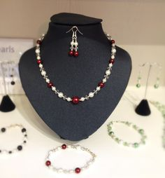 Many different colours of glass pearls are available.
