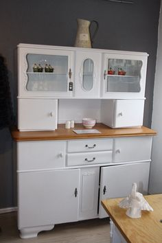 You are bidding on a pretty, old kitchen buffet that has been painted white . - You are bidding on a nice, old kitchen buffet that has been painted white. It was sanded inside. Art Deco Furniture, Retro Furniture, Dining Room Furniture, Antique Furniture, Old Kitchen, Vintage Kitchen, Buffet Cabinet, Kitchen Stories, Furniture Makeover