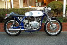Norvin 500 Cafè Racer. It was also possible to use the Comet 500cc motor, which was essentially the V-twin with one cylinder removed.Still went like the proverbial hot brown smelly stuff off a shovel!