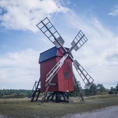 One of many windmills on the island of Öland! #sverige #sweden #yourshotphotographer #swedish #visitsweden #earthofficial #seesweden  #travelphotography  #visitkalmar #windmühle #kvarn #windmill moody_nature #rsa_outdoors #justgoshoot #artofvisuals #agameoftones #igrefined #worldprime #lost_world_treasures #ournaturedays  #topeuropephoto #living_europe #travel_drops #living_europe #moodygrams #unlimitedscandinavia #scandinaviantravels #island  #öland @visitkalmar @destinationkalmar…