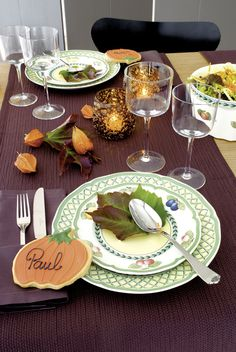 Villeroy & Boch shares fall tablescapes to inspire your own at-home décor schemes this autumn! Whitewash Wood, Thanksgiving Tablescapes, Unique Gardens, French Countryside, French Country Style, Vintage Prints, Dinnerware, Fall Decor, Table Settings