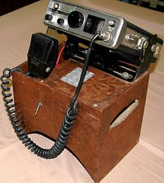 Drake Ham crystal controlled receiver with box to set on transmission hump in older cars. Radios, Ham Radio Operator, Pocket Radio, Antique Radio, Morse Code, Por Tv, Vacuum Tube, Landline Phone, Coding