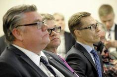 Timo Soini, Juha Sipilä ja Alexander Stubb kehysriihen tiedotustilaisuudessa tiistaina.