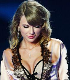 Taylor swift Beautiful & So Sexy. Taylor Swift Hot, Style Taylor Swift, Agile, Taylor Swift Pictures, Metal Girl, Woman Crush, Taylors, Beauty Women, Pennsylvania