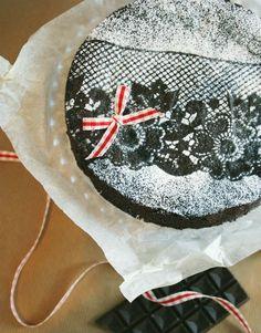 Painted By Cakes: Christmas MUD CAKE - CHRISTMAS Mudcake