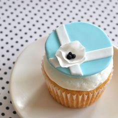 fondant cupcake topper