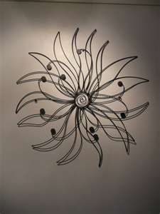 floral metal wall art Contemporary Metal Wall Art, Metal Wall Art Decor, Metal Yard Art, Metal Art, Wire Flowers, Small Flowers, Wire Crafts, Metal Crafts, Outside Wall Decor