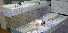 De medicijntekorten in Nederland zijn in 2015 verder gestegen. In het afgelopen jaar waren 625 medicijnen niet beschikbaar. In 2014 bleken dat er 527 en in 2013 ging het om 426 medicijnen. In vijf jaar is er sprake van een verviervoudiging van de tekorten. Dit blijkt uit vanmiddag gepubliceerde cijfers door het meldpunt KNMP Farmanco.