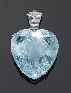 Fancy 257 carat Aquamarine & Diamond Pendant / white gold