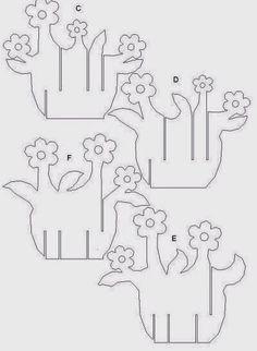 Vaso de flores de papel com molde
