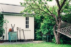 my scandinavian home: A truly idyllic Swedish 'kolonistuga' (allotment cottage) Backyard Buildings, Small Buildings, Industrial Greenhouses, Allotment Gardening, Home Of The Brave, Scandinavian Home, Glass House, Woodworking Projects Plans, Logs