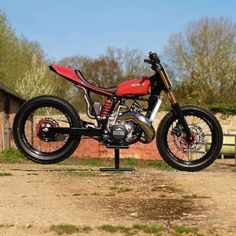 Absolute madness: a Honda CR500 converted into a tracker. Built...