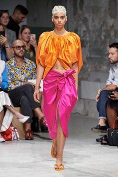 Marni Spring 2020 Ready-to-Wear Fashion Show - Vogue Fashion Group, Fashion Week, Fashion 2020, Runway Fashion, Spring Fashion, Fashion Looks, Fashion Trends, Fashion Inspiration, Women's Fashion
