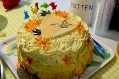 Yellow Angry Birds-cake