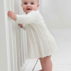 Gratis nedlasting - baby - Viking of Norway Newborn Photo Props, Newborn Photos, Baby Barn, Kids Outfits, Cute Outfits, Sweater Knitting Patterns, Knitting For Kids, Knit Crochet, Kids Fashion