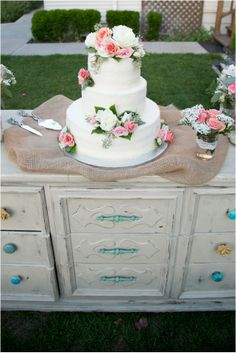 Wedding Cake // Ashley Tingley Photography // via Le Magnifique Blog