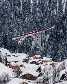Langwies, Switzerland. Langwies is home to a railway station on the Chur-Arosa line of the Rhaetian Railway. Two notable railway viaducts (or bridges) carry the line over deep valleys near to Langwies.