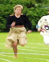 Princess Diana would always join the other mothers at her children's school for their annual foot race. Running Gif, Running Race, Sports Day, Other Mothers, Diana Spencer, Princesa Diana, Prince Of Wales, Lady Diana, Great Videos