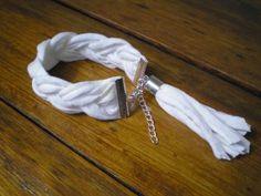 bransoletka pleciona  biała z chwostem, bransoletka z włóczki,