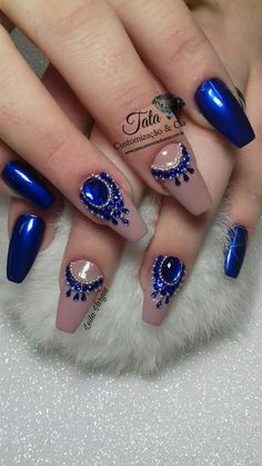 Romantic, cute and lovely valentine's day nails. Make your nails special for this special day. Glittery Nails, Glam Nails, Rhinestone Nails, Bling Nails, Floral Nail Art, Nail Art Diy, Diy Nails, Nails Decoradas, Cute Nail Colors