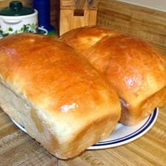 Amish White Bread ~ I got this recipe from a friend. It is very easy, and doesn'… Amish White Bread ~ I got this recipe from a friend. It is very easy, and doesn't take long to make. Amish Bread Recipes, Dutch Recipes, Cooking Recipes, Cooking Ideas, Croissants, Amish White Bread, Bread Kitchen, Sandwiches, Snacks