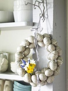 Easter 2014 - Easter decoration craft cool itself Wreath Crafts, Decor Crafts, Easter Wreaths, Christmas Wreaths, Spring Wreaths, Couronne Diy, Diy Ostern, Easter Parade, Ideas Geniales