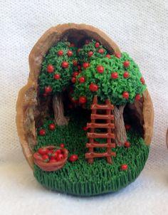 Miniatur-Apple Tree Farm-Diorama in Walnuss-Shell