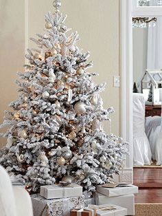 If you don't care for the mess of a real evergreen, or if allergies prevent you from having a live tree, try choosing an artificial Christmas tree for your holiday decorating. Full Christmas Tree, White Xmas Tree, Best Artificial Christmas Trees, Frosted Christmas Tree, Christmas Decorations For The Home, Beautiful Christmas Trees, Magical Christmas, Christmas Home, White Christmas