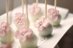 Pretty hydrangea cake pops.