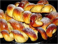 recept pro domácí pekárnu. Suroviny: 200 ml jablečného džusu 70 g změklé Hery 1 vejce 80 g cukru 1 vanilkový cukr špetka soli 2 lžičky citronové šťávy 500 - 510g hladké mouky 20 g čerstvého nebo 2 lžičky sušeného droždí Baking Recipes, Cake Recipes, Albanian Recipes, Czech Recipes, Pretzel Bites, Hot Dog Buns, Bread, Cooking, Sweet