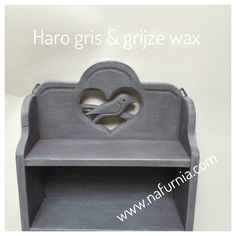 Haro Gris krijtverf en afgewerkt met een grijze wax.