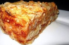 Loose and very tasty pie with apples / Health Alphabet Russian Dishes, Russian Recipes, Romanian Food, Learn To Cook, Unique Recipes, Winter Food, Banana Bread, Sweet Treats, Kochen