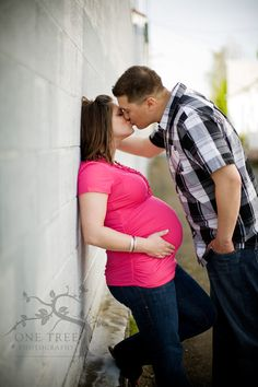 SWEET maternity photo :)