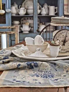 Blue Tablecloth, Cottage Kitchens, Cottage Style, French Cottage, Country Decor, Shabby Chic, Blue And White, Table Decorations, Romantic Kitchen