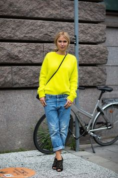 We love how this streetstyler paired a bright neon sweater with a pair of baggy boyfriend jeans and black heels.
