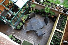 Urban Rooftop Gardens Terrace Design - Rooftop garden is a man-made green space on the top level (usually a roof or balcony) of a building. Rooftop Terrace, Terrace Garden, Rooftop Gardens, Balcony Herb Gardens, Balcony Gardening, Tower Garden, Outdoor Balcony, Sky Garden, Garden Bed