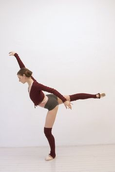 ballet beautiful sweater gear, wrap sweater, shorts and legwarmers--perfect for fall--light but warm Dance Movement, Dance Class, Ballet Class, Ballet Beautiful Workout, Ballet Clothes, Ballet Fashion, Ballet Photography, Dance Poses, Tiny Dancer