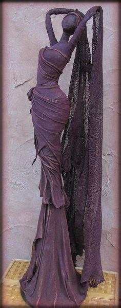 Sculpture by Merilyn/Push Molds Paper Mache Sculpture, Sculpture Art, Textile Sculpture, Garden Sculptures, Paper Mache Crafts, Pastel Art, Paper Clay, Wire Art, African Women