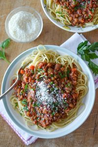 Slow Cooker Lentil Bolognese | slow cooker recipes | vegan pasta sauce | simplywhisked.com