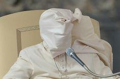 フランシスコ法王に風がいたずら、バチカン市国 写真3枚 国際ニュース:AFPBB News