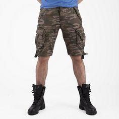 """#EsercitoSportsWear #Bermuda #Folgore #Esercito - Bermuda in cotone comodo e sportivo. Multitasche fianchi, retro e tasconi applicati sulle cosce. Tessuto stampa mimetica per un perfetto look """"Esercito"""". Ricamo dedicato alla """"Folgore"""" sulla gamba destra. Ricamo logo marchio sulla gamba sinistra."""