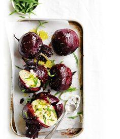 Sült cékla: lassan süsd alacsony hőfokon (akár másfél-két órán keresztül), szórd meg kristálysóval és locsold meg olívaolajjal és balzsamecettel. Mesés.