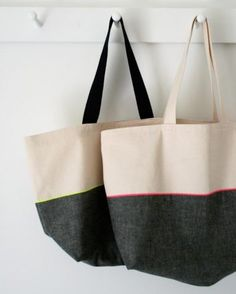 Because who doesn't need more bags? Mollys Sketchbook: Everyday Tote - The Purl Bee - Knitting Crochet Sewing Embroidery Crafts Patterns and Ideas! Purl Bee, Diy Sac Pochette, Costura Diy, Tote Tutorial, Tutorial Sewing, Embroidery Bags, Patchwork Jeans, Tote Pattern, Wallet Pattern