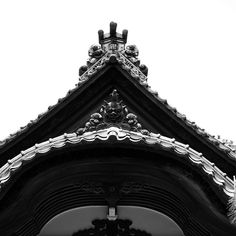 temple roof details.  Photography by sner3jp of Flickr