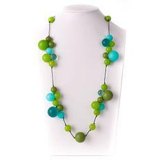 Niks geen saaie kleuren in de winter: ga voor blauw en mix met groentinten. Vrolijker kan je je dag niet beginnen!