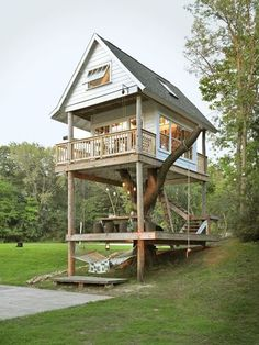 Luxury tree house The Camp Wandawega in Elkhorn in the US state of Wisconsin reminds .Luxury tree house With its cabins from the and the old scouts, Camp Wandawega in Elkhorn in the US Tree House Designs, Tiny House Design, Design Your Own House, Cabin Design, Tiny House Movement, Best Tiny House, Tiny House Blog, Tiny House Living, Cottage House