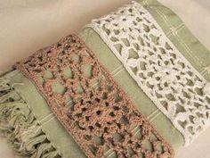 綿麻の糸でモチーフを編み、後ろ側にゴムを付けます。 涼し気なデザインなので、暑い夏にも使えそうですね。