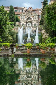 V 16. storočí bola Villa d'Este a jeho nádherné záhrady poverená kardinálom sklamaním, že ho nikdy nepodal pápežovi